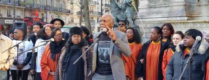Danny Glover, interprete di Arma Letale, a Parigi a sostegno dei lavoratori della Nissan