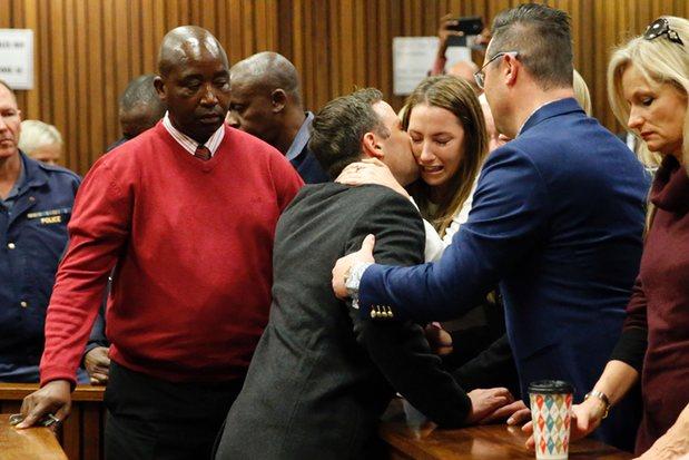 Oscar Pistorius condannato a sei anni per l'omicidio di Reeva Steenkamp