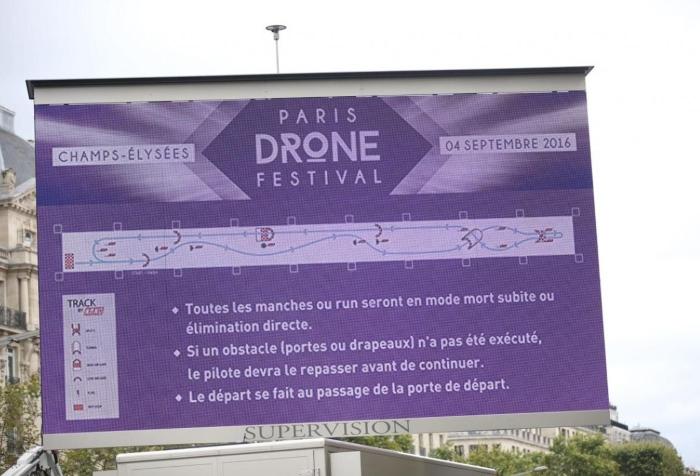 Gli Champs-Elysées trasformati in un campo di gara per il Paris Drone Festival