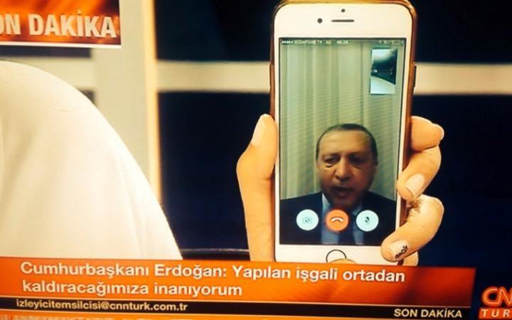 Golpe in Turchia: F-16 ribelli affiancarono l'aereo di Erdogan, ma non aprirono il fuoco