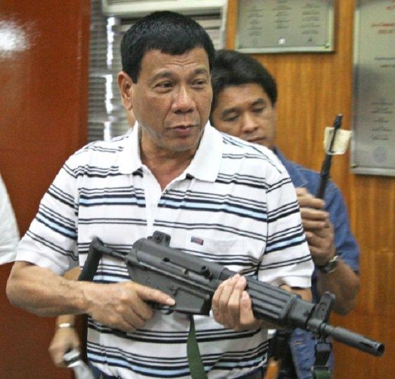 Obama cancella l'incontro con il presidente delle Filippine, che lo aveva chiamato figlio di p...
