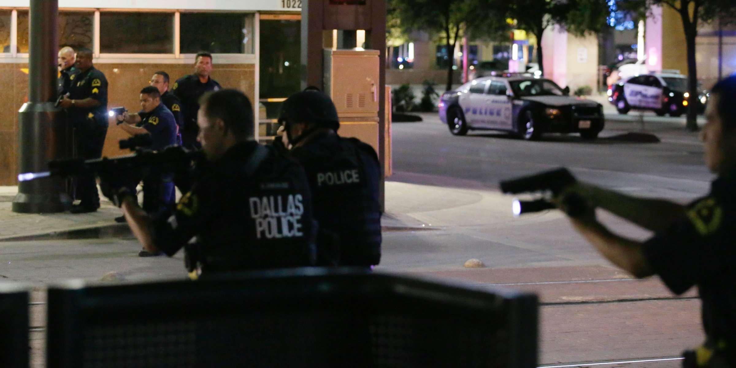 5 agenti uccisi e altri feriti dagli spari di cecchini a Dallas, durante protesta antirazzista