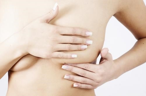Allattare dopo un tumore al seno: è possibile?