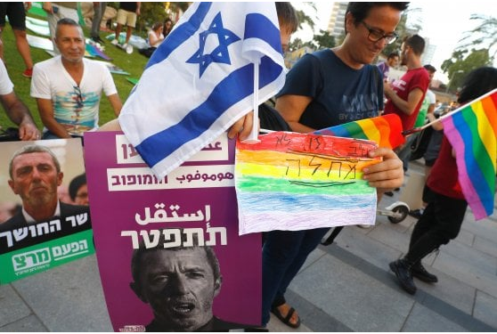 Cure ai gay, chiesta la destituzione di Rafi Peretz