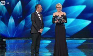 Sanremo 2017: Maria De Filippi, i look della serata finale [FOTO]