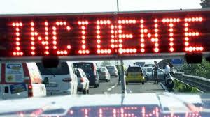 Valguarnera grave incidente automobilistico per una venticinquenne, fratture multiple e macchina...