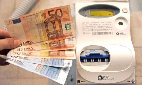 BOLLETTA ELETTRICA MENO SALATA - Arriva il bonus di 165 euro, ecco chi può ottenerlo e come...
