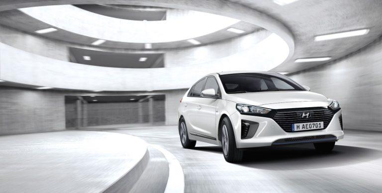 Huyndai IONIQ Electric: ecco l'auto elettrica che consuma meno
