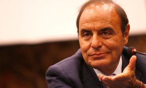Bruno Vespa, minacce e critiche per il conduttore di Porta a Porta