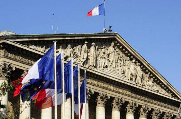 Euro in volo nel Forex dopo il primo atto delle presidenziali francesi