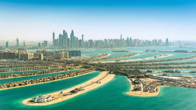 Dubai, la Metropoli del Futuro Immersa in un Oceano di Sabbia