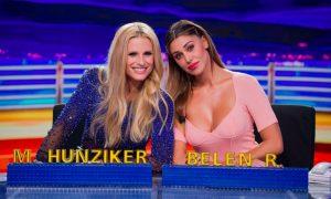 Belen Rodriguez: il look ironico e sexy sul bancone di Striscia la Notizia
