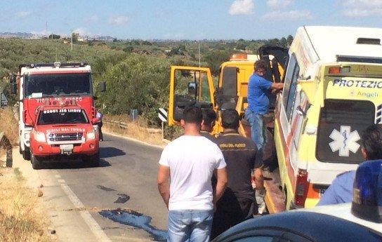 Ambulanza si ribalta tra Marinella e Triscina