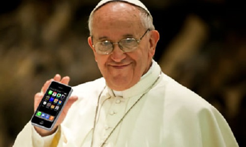 Papa Francesco ai giovani: smettete di usare il vostro smartphone