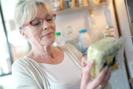 Cibi Scaduti: Quali Alimenti si Possono Mangiare