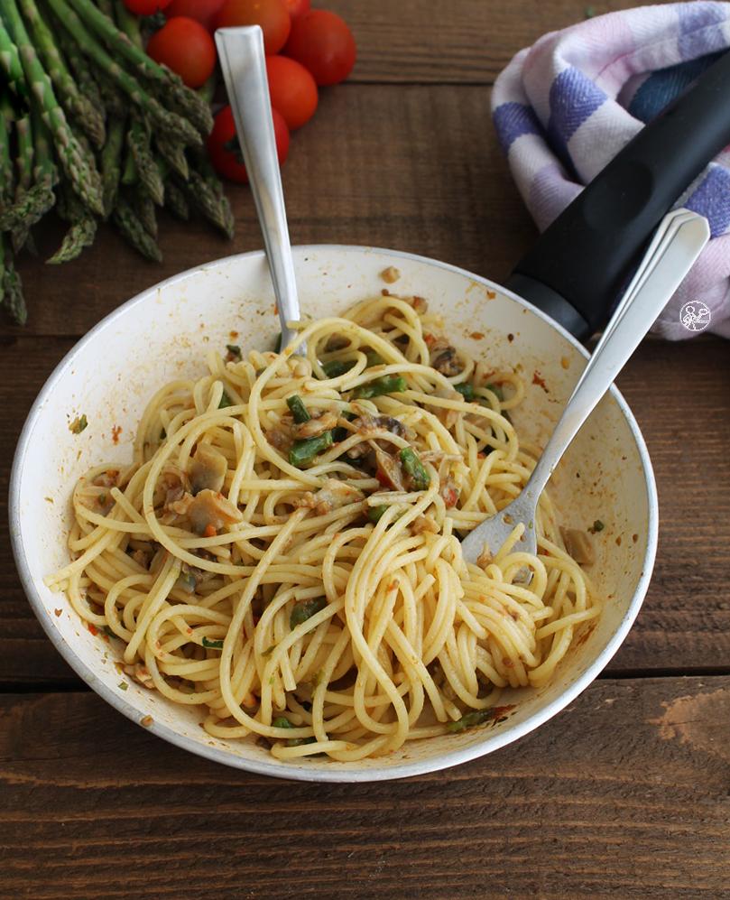 Spaghettis avec palourdes et asperges sans gluten