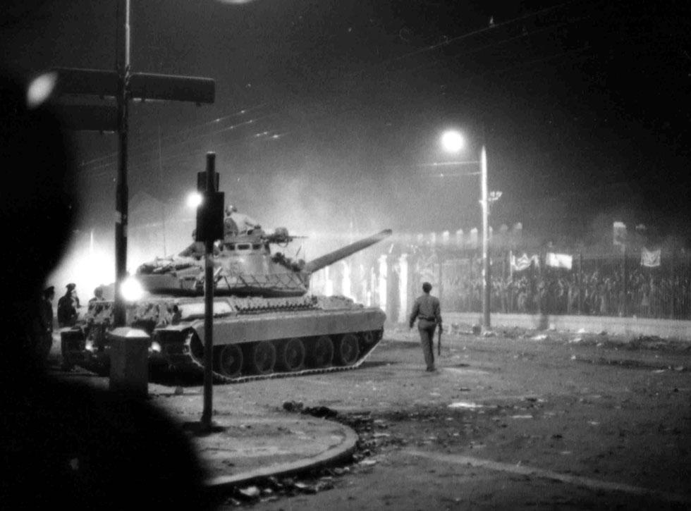 17 novembre 1973: Repressa con la forza la rivolta del Politecnico di Atene