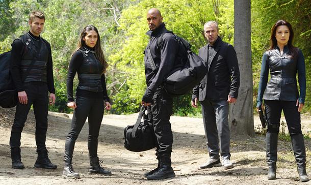 Agents of S.H.I.E.L.D. 3×21 e 22: i segreti del gran finale e lo sfogo di Chloe Bennet