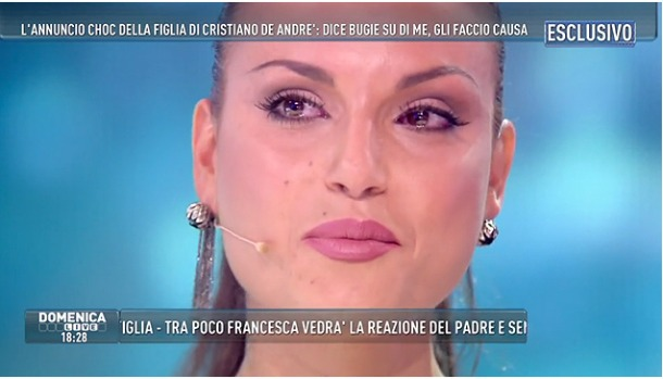 """Francesca De Andrè querela il padre Cristiano: """"Ha scritto un libro pieno di falsità"""""""