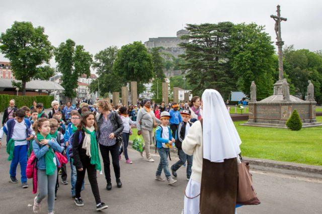 Des centaines d'enfants réunis à #Lourdes