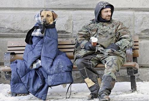 Il freddo dei senzatetto e il calore delle poltrone di Stato