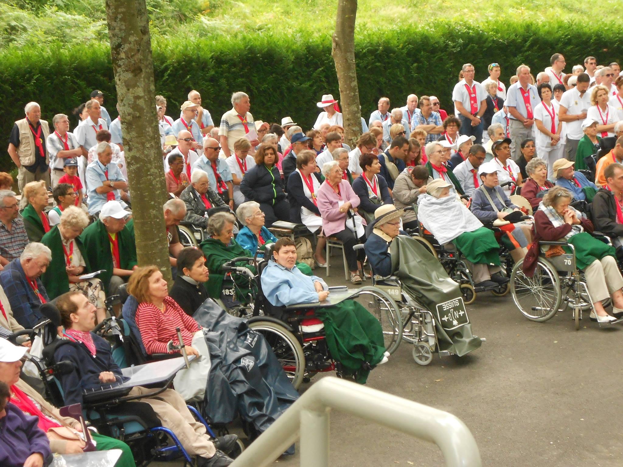 500 personnes de Suisse Romande d'été au bois
