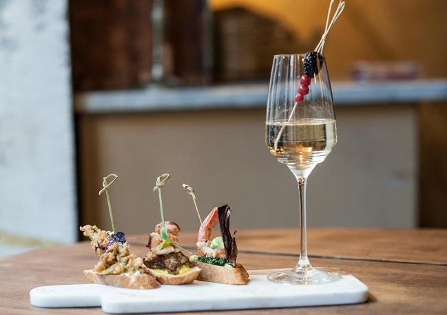 Al Quirinetta Caffè e Cucina 'Tapas e Champagne', il nuovo appuntamento del venerdì sera