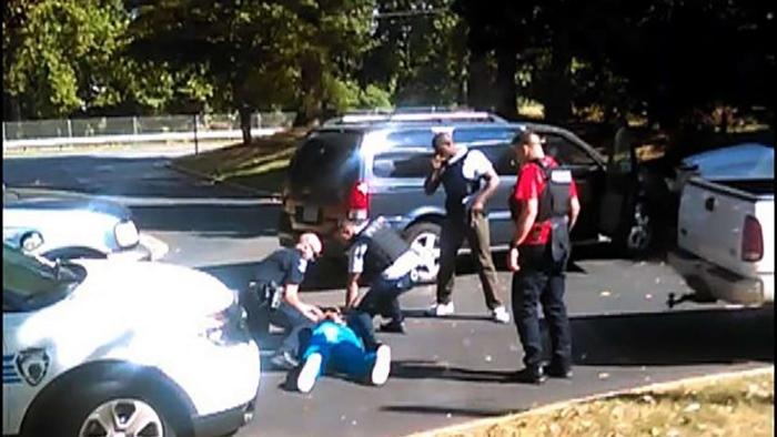 Charlotte: diffuso il video della moglie dell'uomo ucciso dalla polizia