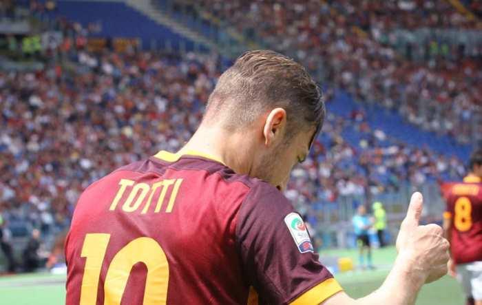 Giachetti alla caccia di voti arruola Totti, ma lui smentisce