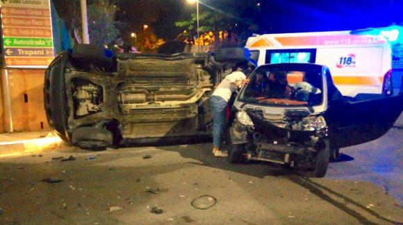 Incidente nella notte a Castelvetrano: auto si ribalta