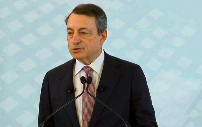 Draghi, in Portogallo, conferma l'attuale politica di sostegno all'economia da parte della BCE