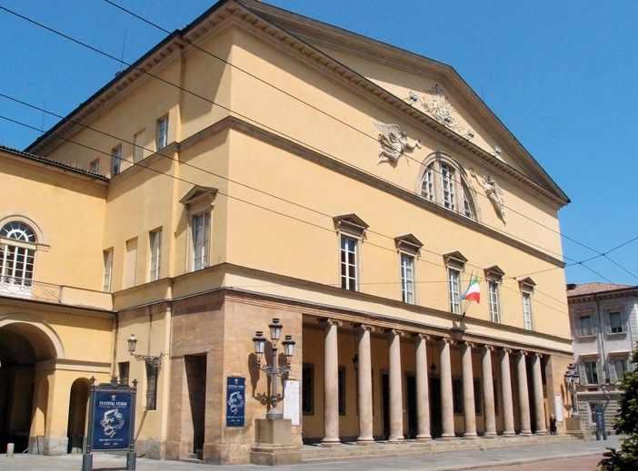 Il sindaco di Parma Pizzarotti indagato per abuso d'ufficio per una nomina al Regio