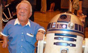 Addio ad R2-D2: è morto Kenny Baker, l'attore che interpretava il robottino in Star Wars