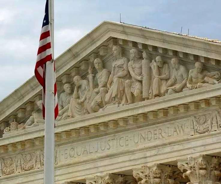 La Corte Suprema a maggioranza repubblicana ripristina, in parte, il bando di ingresso negli Usa voluto da Trump