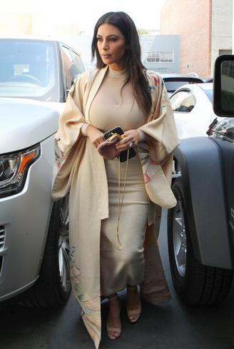 Margot Robbie: l'esplosione delle giacche kimono contagia anche l'attrice
