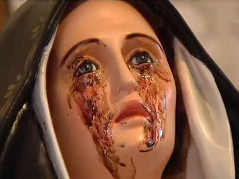 """Roma, la Madonna piange sangue e rivela: """"Come e quando l'uomo si estinguerà"""""""