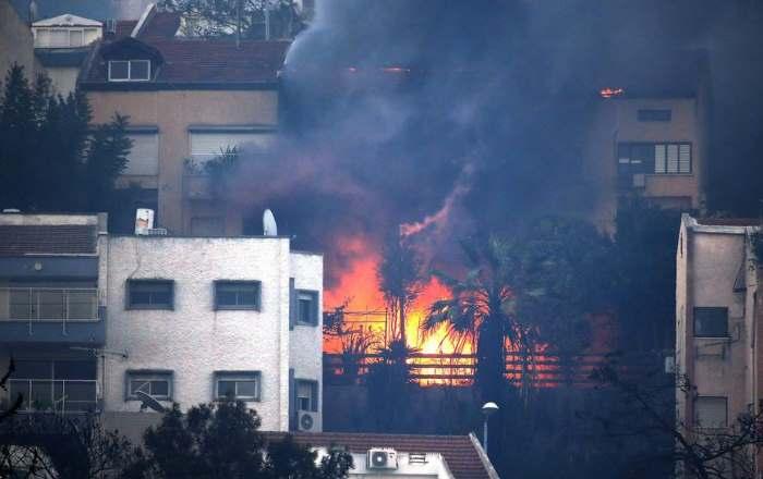 Il nord di Israele avvolto dalle fiamme. Per il governo la causa è il terrorismo