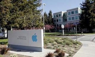 La vicenda Galaxy affonda Samsung, Apple ne approfitta e vola in Borsa