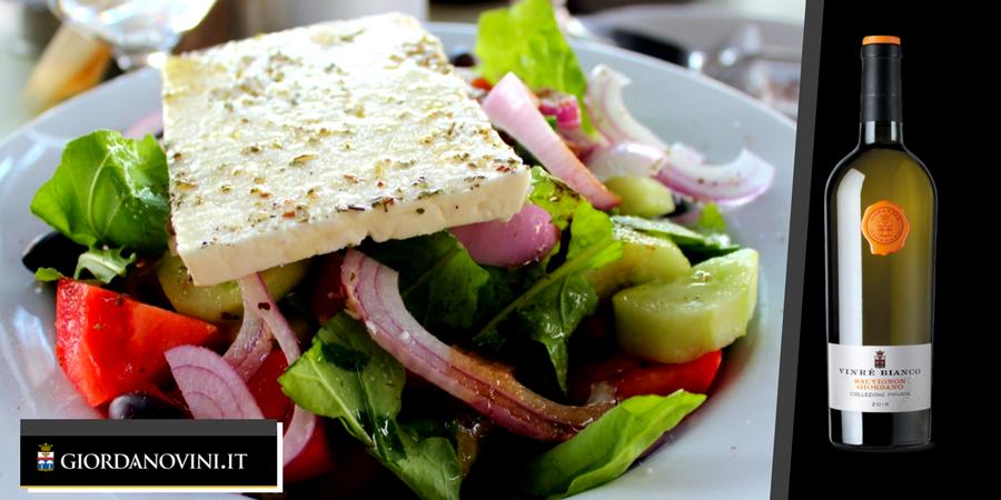 Insalata Greca: la ricetta tradizionale dell'Horiatiki, uno dei piatti più freschi dell'Estate