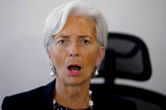 Christine Lagarde minaccia di ritirare il FMI dal piano di salvataggio se il debito della Grecia non sarà ristrutturato
