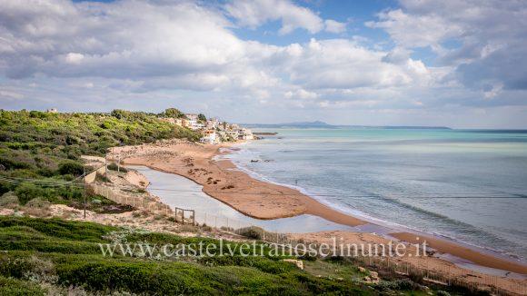 Marinella di Selinunte. Pulire la spiaggia seguendo il vento