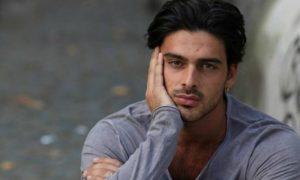 Michele Morrone, rissa in strada con un paparazzo [FOTO]
