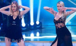 Ballando con le Stelle: Martina Stella e l'incidente sexy, il seno esce dal vestito [FOTO]