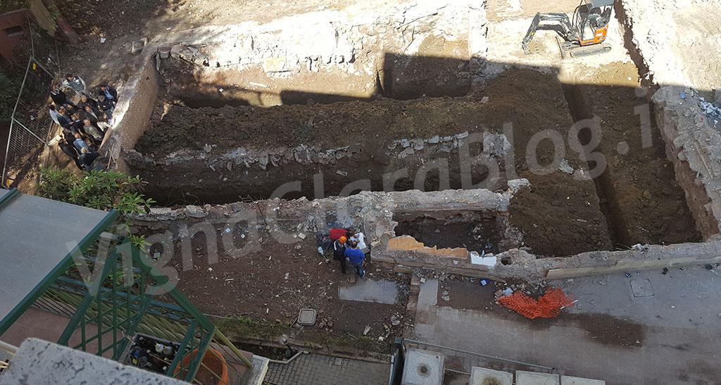 Ponte Milvio. Periti al lavoro sulle fondamenta della palazzina crollata