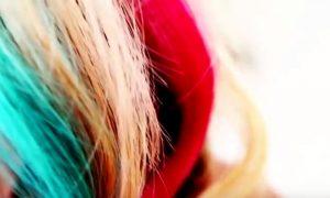 Come colorare i capelli con gli ombretti [VIDEO]