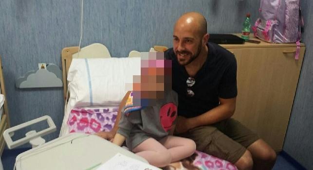 Napoli, Pepe Reina volontario tra i bimbi malati di tumore