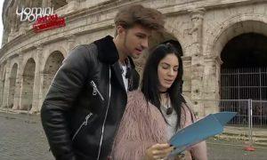 Giulia De Lellis e la pelliccia rosa onnipresente, i commenti