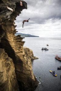 Azione e adrenalina sulle scogliere delle Azzorre