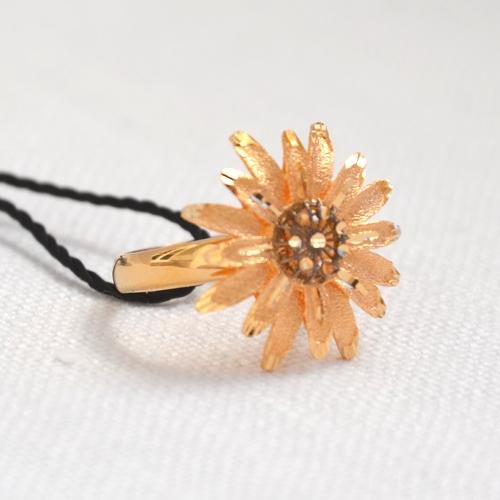 Gioielli oro 18 kt primavera-estate 2016: anello a forma di Margherita