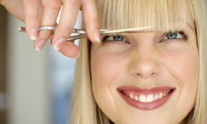 Come tagliarsi i capelli da sola: l'effetto scalato naturale